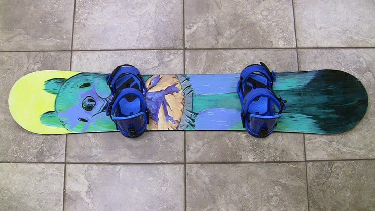 hand-painting-snowboard-pic-03-finished-blank-snowboards